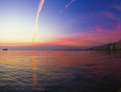 Sea side sunset at Thessaloniki (photo by Paschou Constantin)